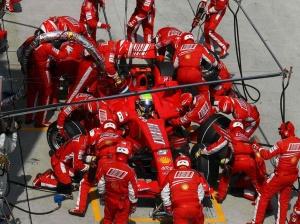 Ferrari_F1_2007_Pit_stop